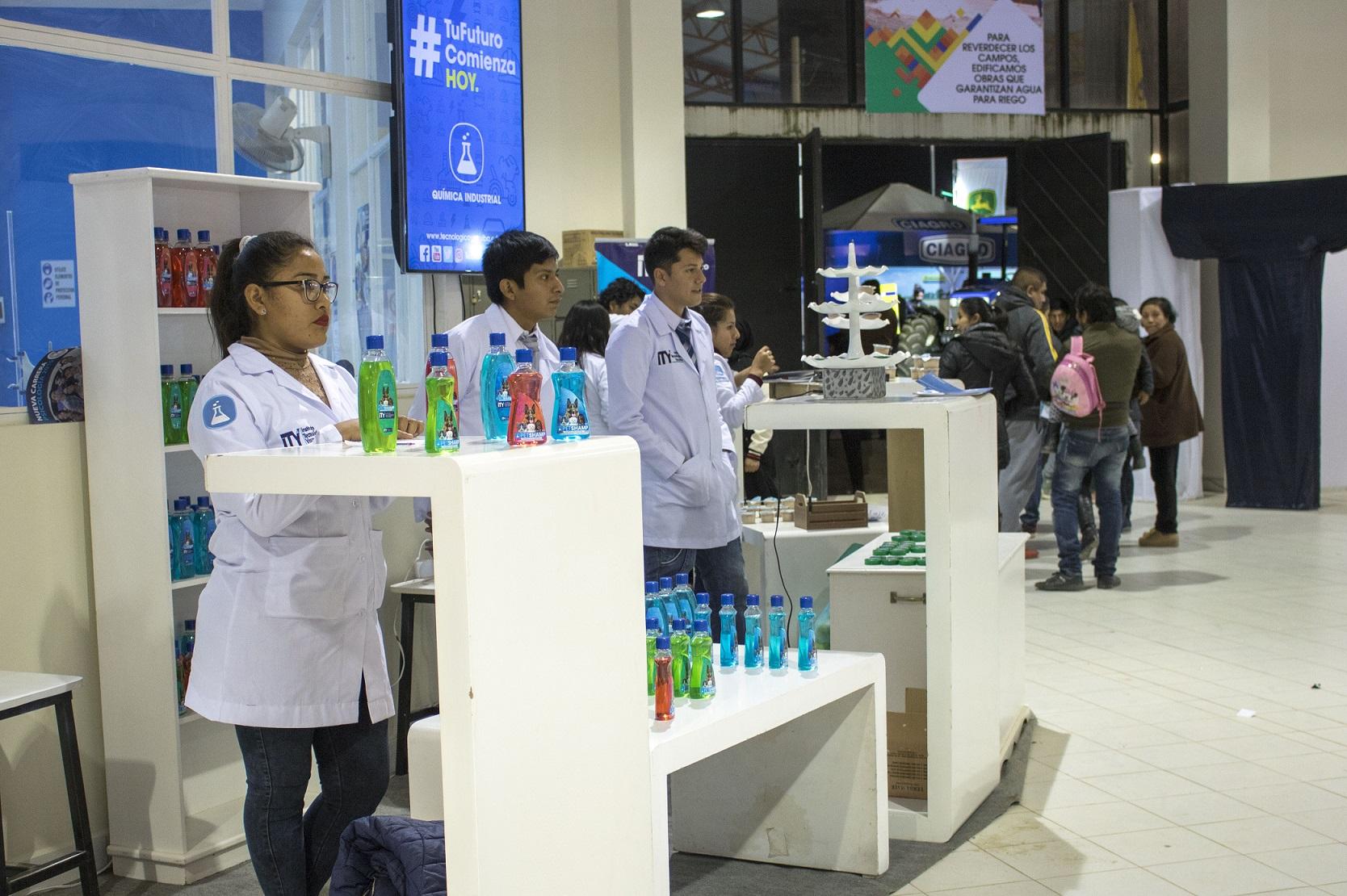 Estudiantes del Tecnológico elaboran productos de alta calidad para el mercado.